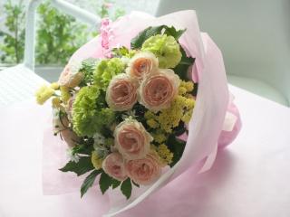 【バラとカーネーションの淡くて優しい花束】