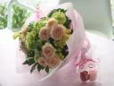 【淡く優しい雰囲気の花束とバラの石鹸】