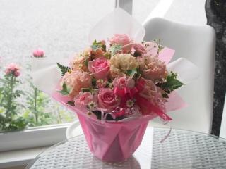 【ピンクのバラとトルコギキョウのアレンジ】