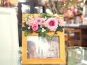 【写真が入れられるウッドフレームプリザ】ピンク
