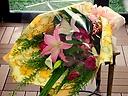 【バラとユリの華やかな花束】